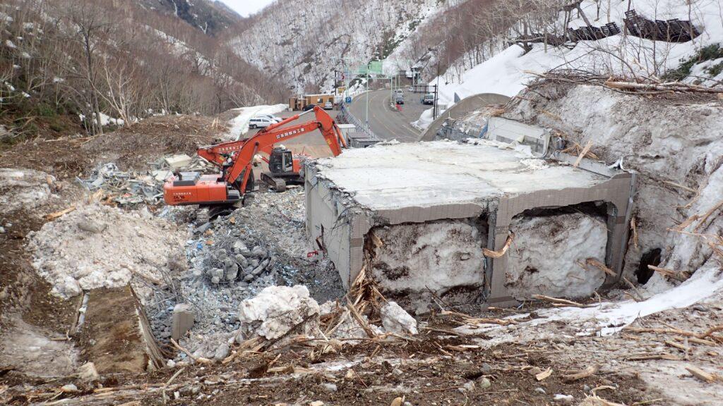一般国道236号野塚トンネル第2電気室災害復旧工事